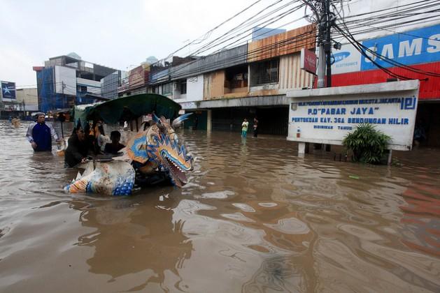 Fuertes inundaciones afectaron Yacarta, Indonesia. Crédito: Bigstock