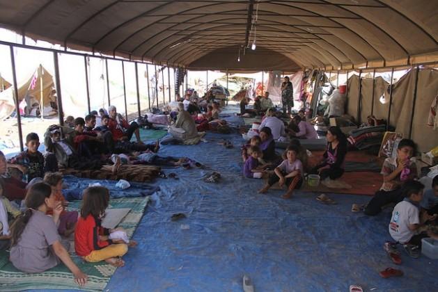 Refugiados yezidíes iraquíes reciben ayuda del Comité Internacional de Rescate. Crédito: Departamento para el Desarrollo Internacional de Gran Bretaña/CC-BY-2.0