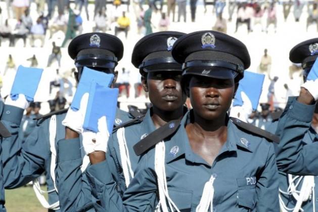 Cadetes de policía de Sudán del Sur toman juramento en su ceremonia de graduación, el 17 de septiembre de 2012. Crédito: Isaac Billy Gedeón Lu'b/ONU