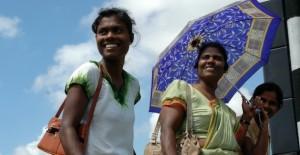 Las pocas mujeres que buscan trabajo en Sri Lanka chocan contra un sistema que no las favorece. Crédito: Amantha Perera/IPS.