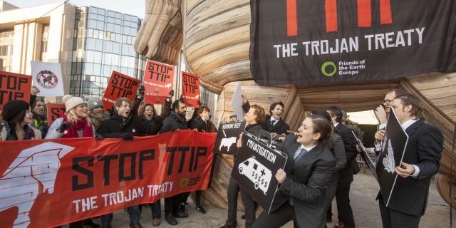 Protesta en contra del acuerdo la Asociación Transatlántica de Comercio e Inversiones en Bruselas. Crédito: Lode Saidane/Amigos de la Tierra Europa