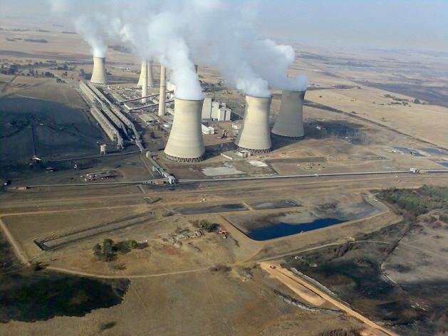 Central de energía de carbón en Middelburg, Sudáfrica. Crédito: Gerhard Roux /CC BY-SA 4.0-3.0-2.5-2.0-1.0