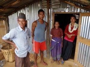 Chiute Tamang y su familia perdieron su casa en el terremoto del 25 de abril en Nepal. Crédito: Robert Stefanicki/IPS