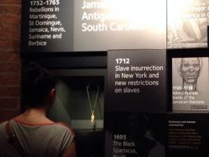 Una visitante en el Museo Internacional de la Esclavitud en Liverpool, Inglaterra. Crédito: A.D. McKenzie/IPS