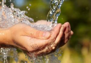 El Fondo de las Naciones Unidas para la Infancia (Unicef) triplicó el volumen de agua que distribuye en Siria, de 800.000 a 2,5 millones de litros al día. Crédito: Bigstock