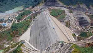 La represa de Bakun, en Sarawang, Malasia, fue construida conjuntamente con capitales chinos y malasios. Crédito: Malaysia China Hydro Inc.