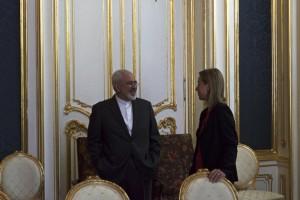 La Alta Representante de la UE, Federica Mogherini, con el ministro de Relaciones Exteriores iraní, Javad Zarif, en el hotel Palais Coburg, la sede de las negociaciones en Viena, el 9 de julio. Crédito: Servicio Europeo de Acción Exterior/cc by 2.0