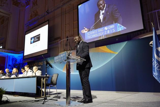 El secretario ejecutivo de la Organización del Tratado de Prohibición Completa de los Ensayos Nucleares, Lassina Zerbo, en la Conferencia de Ciencia y Tecnología celebrada en Viena. Crédito de la foto: OTPCE