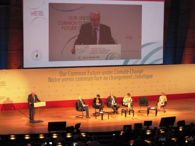 """Michel Jarraud, secretario general de la Organización Meteorológica Mundial, en la apertura de la conferencia """"Nuestro futuro común con el cambio climático"""", realizada en París del 7 al 10 de julio de 2015. Crédito: Fabiola Ortiz/IPS"""