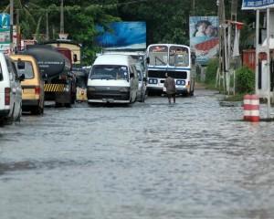 Calle inundada en Ragama, Sri Lanka. Crédito: Amantha Perera/IPS
