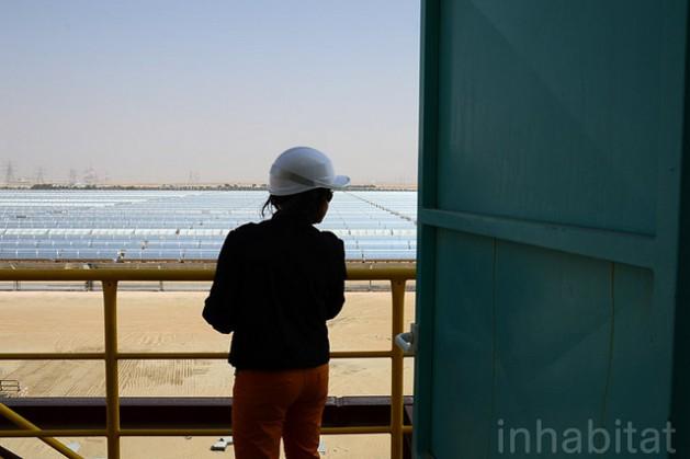 Planta de energía solar por concentración Shams 1, en Abu Dhabi. Crédito: Inhabitat Blog / cc by 2.0