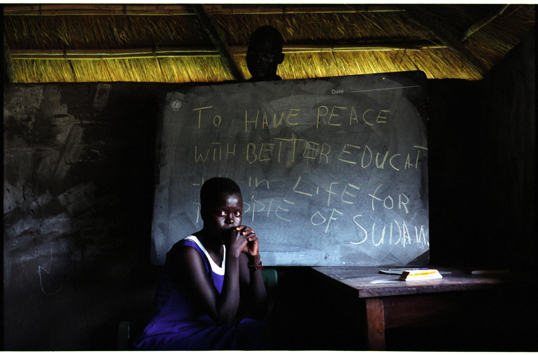 Solo siete por ciento de las niñas y jóvenes de Sudán del Sur terminan la enseñanza primaria, y apenas dos por ciento llegan al nivel secundario. Crédito: John Robinson/IPS