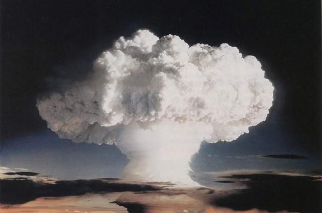 Nube de un ensayo nuclear atmosférico realizado por Estados Unidos en el atolón de Enewetak, Islas Marshall, en noviembre de 1952. Crédito: Gobierno de Estados Unidos.