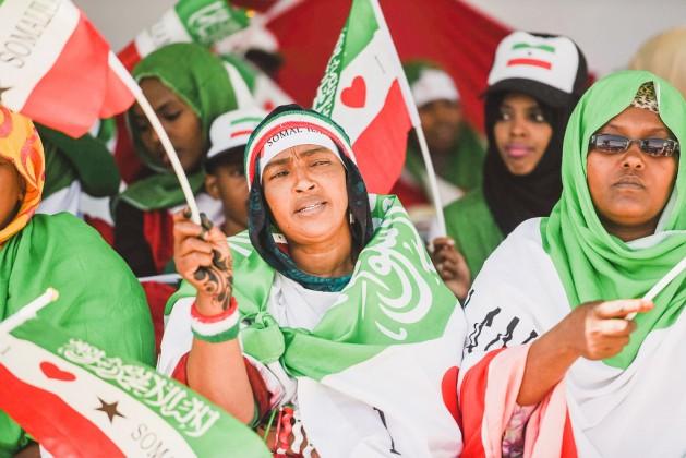Las mujeres expresan su orgullo nacional en la celebración del Día de la Independencia de Somalilandia, el 18 de mayo, en Hargeisa. Las defensoras de los derechos femeninos abogan por una ley de cuotas, que les dará mayor participación en los procesos de decisión del país. Crédito: Katie Riordan/IPS.