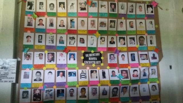 En el comedor de la Parroquia de San Gerardo, en la ciudad de Iguala, se han ido colgando las fotos de los desaparecidos en el estado de Guerrero, en el suroeste de México. Crédito: Daniela Pastrana/IPS