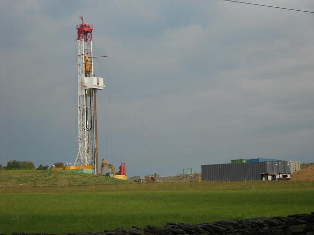 A largo plazo, la extracción de gas de esquisto no será sostenible en Estados Unidos, pronostican los especialistas. En la imagen, un pozo de este tipo de hidrocarburo en Montrose, en el estado estadounidense de Pensilvania. Crédito: Emilio Godoy/IPS