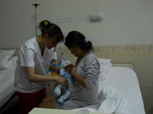La atención a la madre durante el embarazo, el parto y el postparto son esenciales para disminuir la alta mortalidad materna en América Latina. Crédito: Cortesía del gobierno del pio Tigre