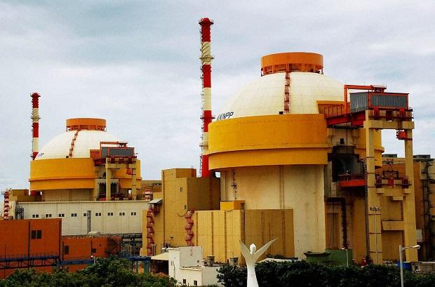 El siete por ciento de crecimiento de la economía india en lo que va del año superó al de China. En la foto, planta nuclear de Kudankulam, en el sur de India. Crédito: K. S. Harikrishnan/IPS