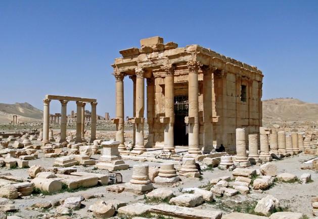 La destrucción del templo Baal Shamin, de 2.000 años de antigüedad, en Palmira, Siria, es un ejemplo más de cómo el grupo armado autodenominado Estado Islámico (EI) utiliza las armas convencionales para imponerse. Crédito: Bernard Gagnon / CC BY-SA 3.0
