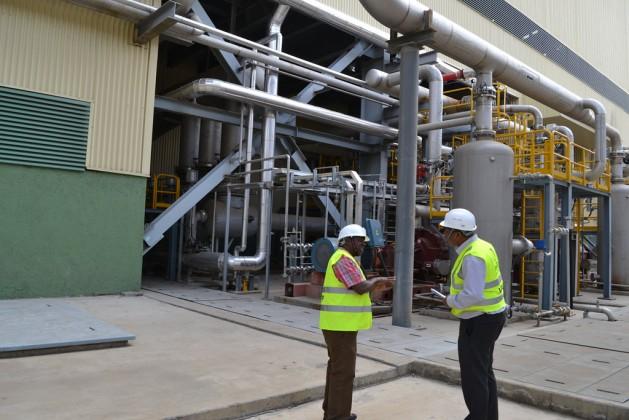 Una parte de una planta geotérmica en Kenia. Algunos países africanos hicieron grandes inversiones en energías verdes, lo que muestra la gran capacidad del continente si le dan recursos necesarios. Crédito: Isaiah Esipisu/IPS.