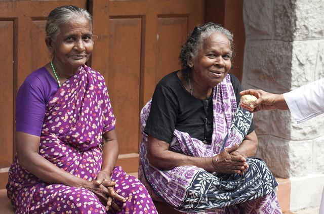 Muchos adultos mayores indios dependen de familiares debido a la ausencia de un adecuado sistema de seguridad social. Crédito: K.S. Hari Krishnan/IPS