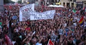 Manifestación en Madrid contra recortes de presupuesto, en julio de 2012. Uno de cada tres euros que el gobierno de España gastó en 2013 se destinó al pago de los intereses de la deuda pública. Crédito: Alberto Pradilla/IPS