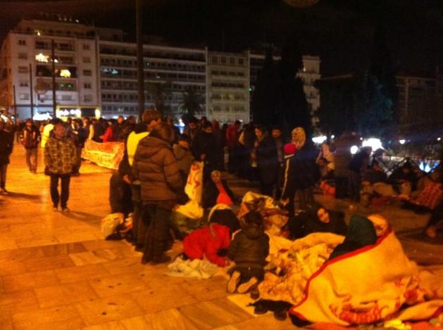 Refugiados sirios protestan en Atenas para que se les permita viajar a otros países europeos, en noviembre de 2014. Crédito: Apostolis Fotiadis/IPS