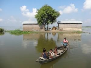 Las inundaciones en el distrito de Morigaon, en India, afectaron más de 27.000 hectáreas de tierra agrícolas en agosto de 2014. Crédito: Priyanka Borpujari/IPS