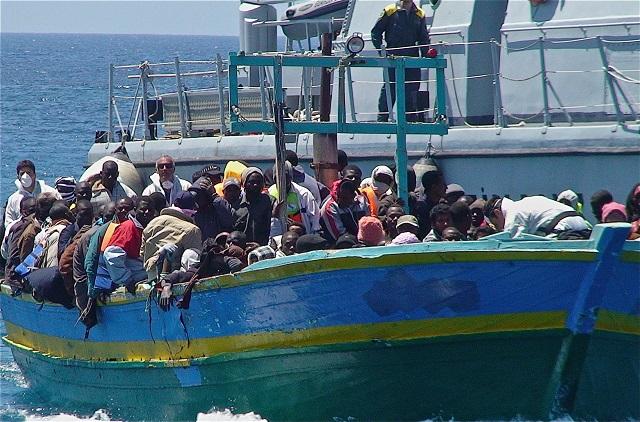 Refugiados llegan a la isla italiana de Lampedusa. Crédito: Ilaria Vechi/IPS.