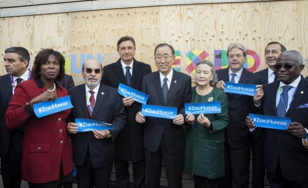 El secretario general de la ONU, Ban Ki-Moon (al centro), presente en la Expo de Milán en la ceremonia del Día Mundial de la Alimentación 2015. Crédito: Giuseppe Carotenuto/FAO.