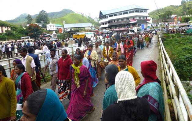 Marcha de protesta de las trabajadoras del té por salarios más altos y contra la dominación masculina en la política sindical en Munnar, en el sur del estado indio de Kerala. Crédito: K.S. Harikrishnan / IPS
