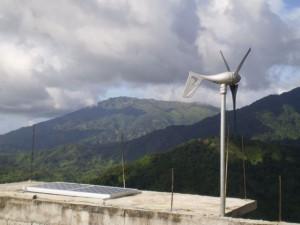 El elevado costo de la electricidad en el Caribe lleva a muchas personas a instalar fuentes alternativas de energía. Crédito: Zadie Neufville/IPS.