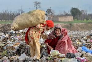 La comunidad internacional no debe abandonar su compromiso histórico con la ayuda al desarrollo de los países más pobres, exhortó el secretario general de la ONU, Ban Ki-moon. Crédito: Ashfaq Yusufzai/IPS