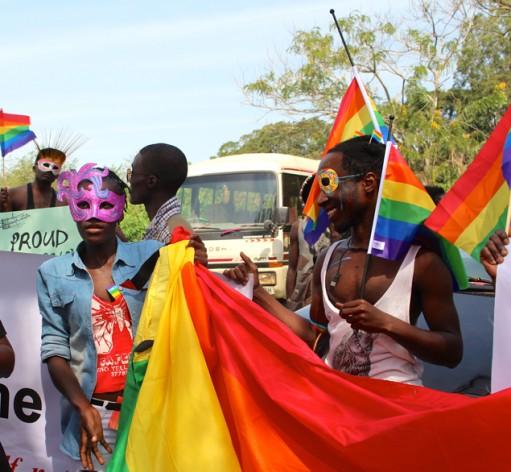Participantes de una marcha por los derechos de la población LGTB realizada en Uganda en agosto. Crédito: Amy Fallon / IPS