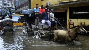 Una calle inundada en Dacca.
