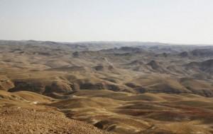 El paisaje ondulado de Cisjordania del sur visto desde el campamento de Rashayda, a lo largo de la Ruta de Abrahán. Crédito: Silvia Boarini / IPS