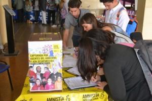 Simpatizantes de Amnistía Internacional envían mensajes de apoyo en Argentina. Crédito: May Carolan.