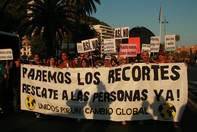 Miles de personas protestaban en 2012 por las reformas emprendidas por el gobierno de Mariano Rajoy. Crédito: Inés Benítez/IPS