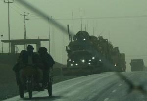 Patrulla militar de Estados Unidos en territorio afgano. Crédito: Rebecca Murray/IPS