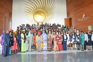 Participantes en la octava reunión preparatoria sobre los temas de género en Addis Abeba, capital de Etiopia, previa a la 26 Cumbre de la Unión Africana, que sesionará en la misma ciudad y en cuyos debates los derechos de la mujer serán un tema protagónico. Crédito: Cortesía de la Unión Africana