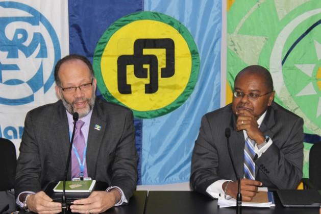 El secretario general de la Comunidad del Caribe (Caricom), Irwin LaRocque (izquierda), y el ministro de Ambiente y Desarrollo Sostenible de Santa Lucía, Jimmy Fletche (derecha). Crédito: Desmond Brown/IPS
