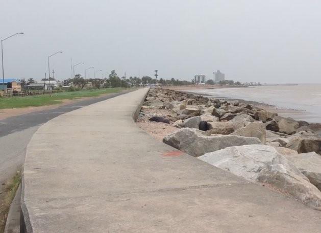 En Guyana la franja costera está protegida por barreras que han existido desde la época de la ocupación holandesa. Crédito: Desmond Wilson/IPS
