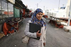 La refugiada siria Emelline Mahmoud Ilyas trabaja en un centro comunitario de Unrwa, en la norteña ciudad de Zarqa, en Jordania. Crédito: Silvia Boarini/IPS.
