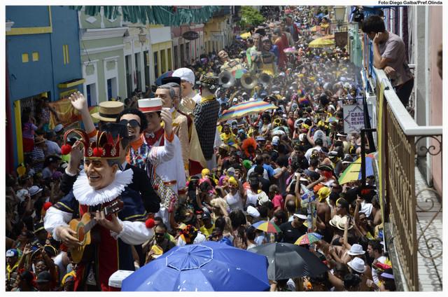 Los carnavales desbordan la alegría y la fiesta por los municipios de Brasil, como sucedió este año en la pequeña localidad de Olinda, en el nordeste de Brasil. Crédito: Diego Galba/Prefectura de Olinda