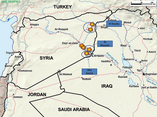 Aviones de combate de Arabia Saudita, Emiratos Árabes Unidos y Estados Unidos atacaron las refinerías de petróleo en el este de Siria controladas por el Estado Islámico, en septiembre de 2014. Crédito: Departamento de Defensa de Estados Unidos