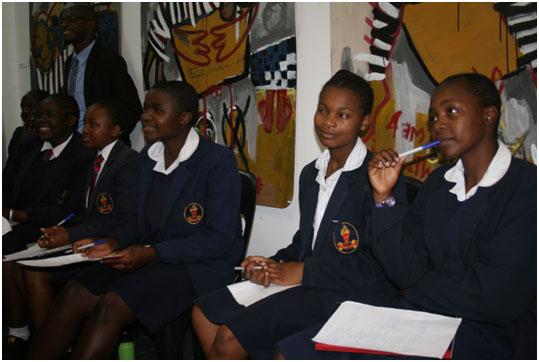 El elevado número de adolescentes africanos con VIH/sida requiere intervenciones urgentes para frenar la propagación de la enfermedad. Crédito: Miriam Gathigah y Jeffrey Moyo/IPS