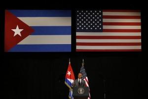 El presidente de Estados Unidos, Barack Obama, durante su discurso al pueblo cubano, difundido en vivo por radio y televisión, en su tercer y último día de visita a La Habana, en el Gran Teatro, en presencia de su anfitrión, el mandatario Raúl Castro, y representantes de la sociedad civil del país caribeño. Crédito: Jorge Luis Baños/IPS