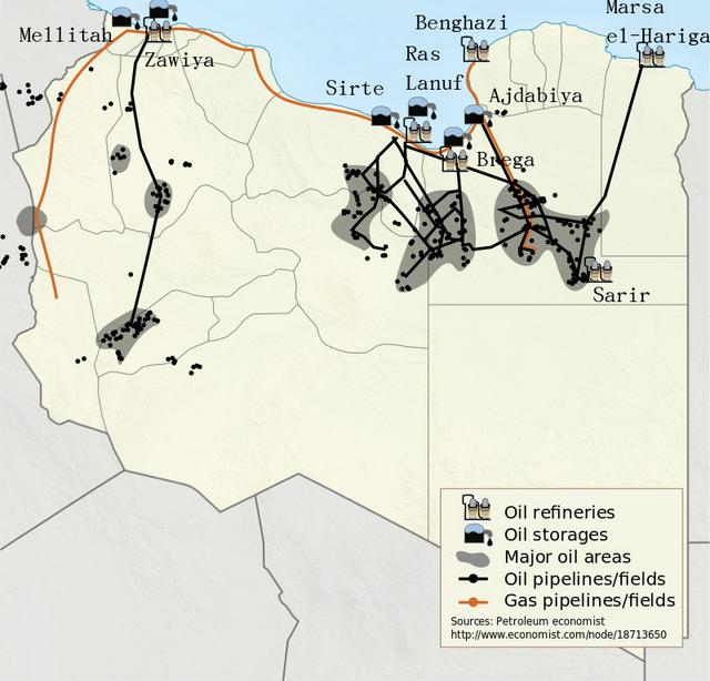 Los campos de petróleo, oleoductos, refinerías y centros de almacenamiento de crudo, en el mapa libio. Crédito: NordNordWest/Creative Commons