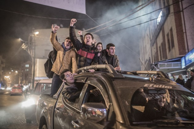 Jóvenes de la ciudad de Artvin, Turquía, protestan contra la construcción de una mina de oro que pone en riesgo el ambiente local. Local Crédito: Sener Yılmaz Aslan/MOKU/IPS