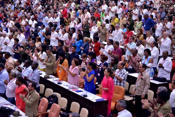 Delegados e invitados al VII Congreso del Partido Comunista de Cuba, durante la plenaria de clausura en el Palacio de Convenciones, en La Habana, el 19 de abril. Crédito: Omara García Mederos/ACN
